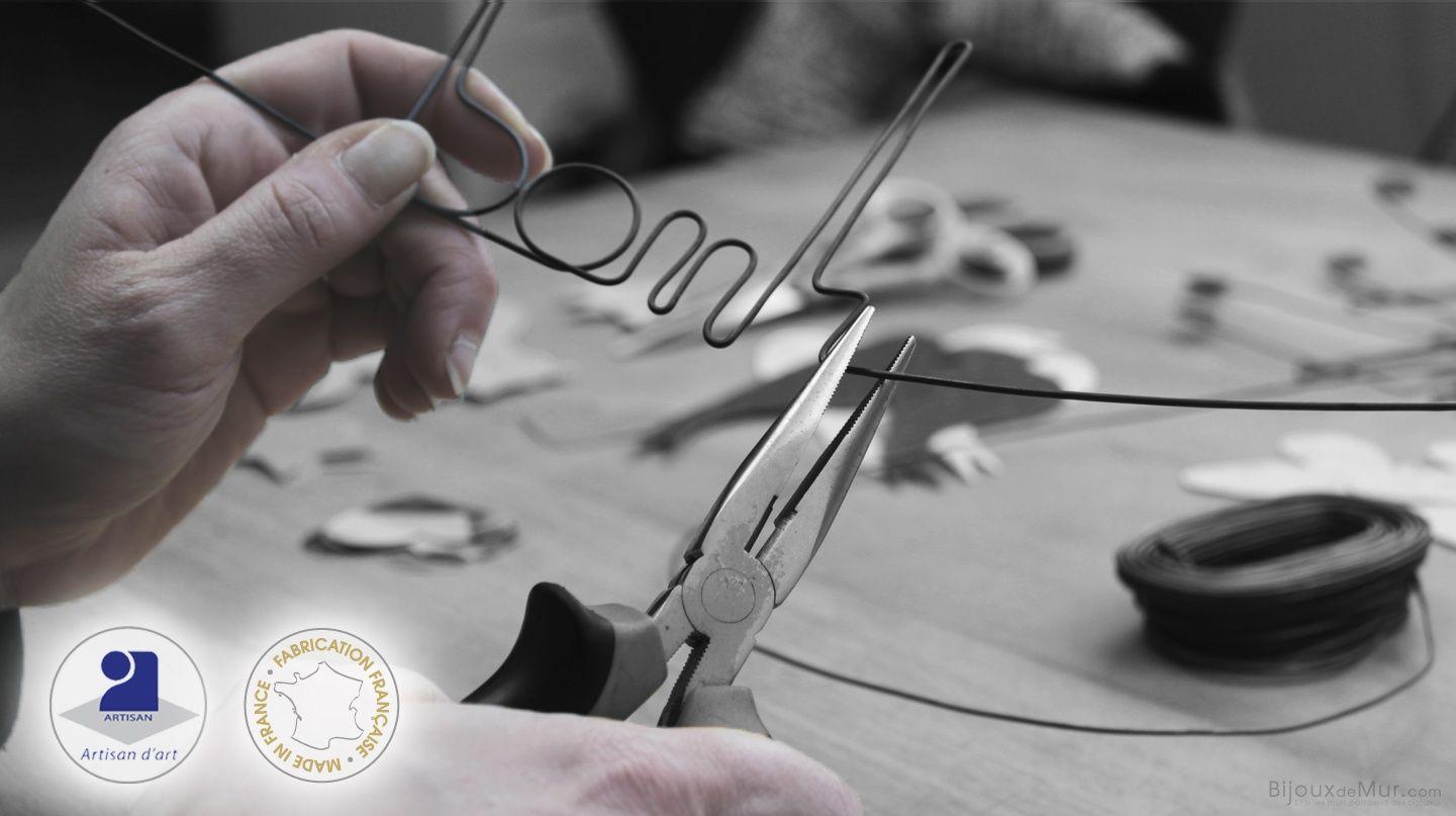 Vente d'objets de décoration artisanale en fil de fer recuit